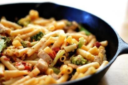 Tavuklu Ve Brokolili Makarna tarifi